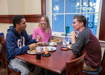Students dining in the DSU