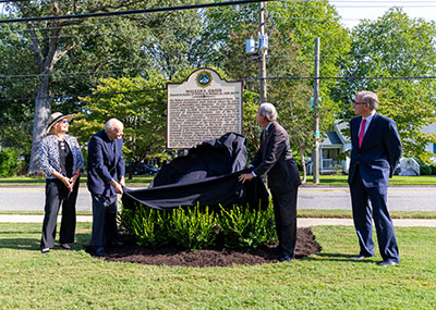 President Trible and Ambassador Howard Walker unveil the new historic marker.