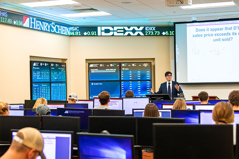 Students in the Cooper Trading Room